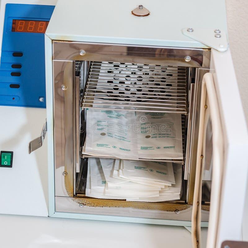 Evpatoria, Russie - 31 juillet 2018 Le dispositif médical est sec, stérilisateur images stock