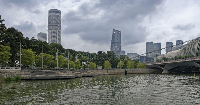 Ew van Promenadepark en Promenadetheaters van de Rivier van Singapore stock afbeelding