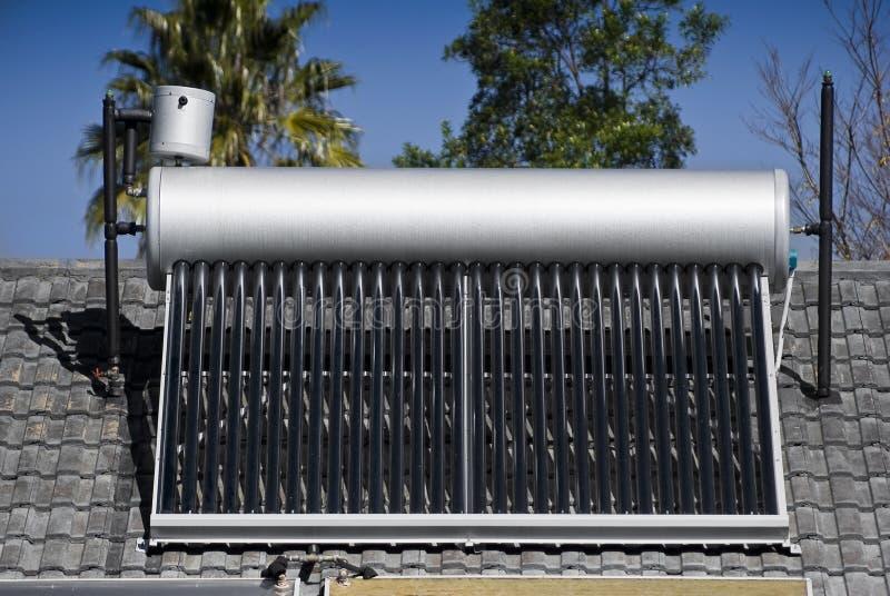 ewakuująca szklanego nagrzewacza słoneczna tubk woda fotografia stock
