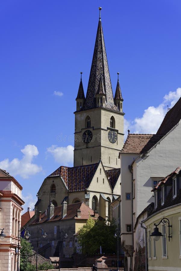 Ewangelicki Katedralny Sibiu Rumunia wierza z niebieskim niebem obraz royalty free