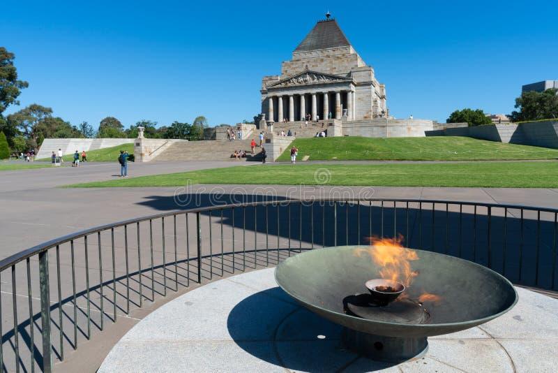 Ewige Flamme vor dem Schrein der Erinnerung in Melbourne VIC Australia lizenzfreie stockbilder