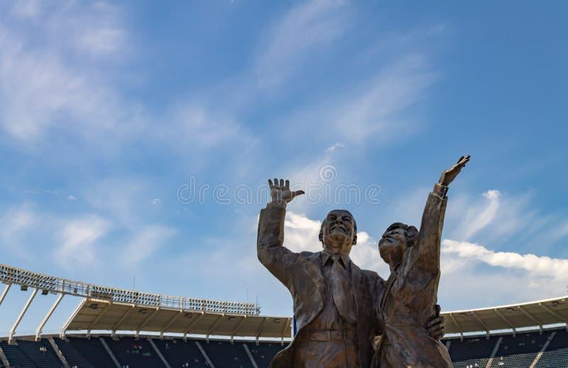 Ewing Marion Kauffman and Muriel irene Kauffman bronze statue. Kansas city, Missouri United States- 6/26/2017 Ewing Marion Kauffman and Muriel irene Kauffman stock photos