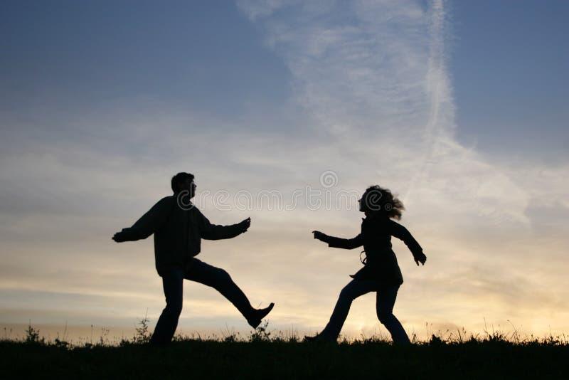 Exécutez la silhouette de couples image libre de droits