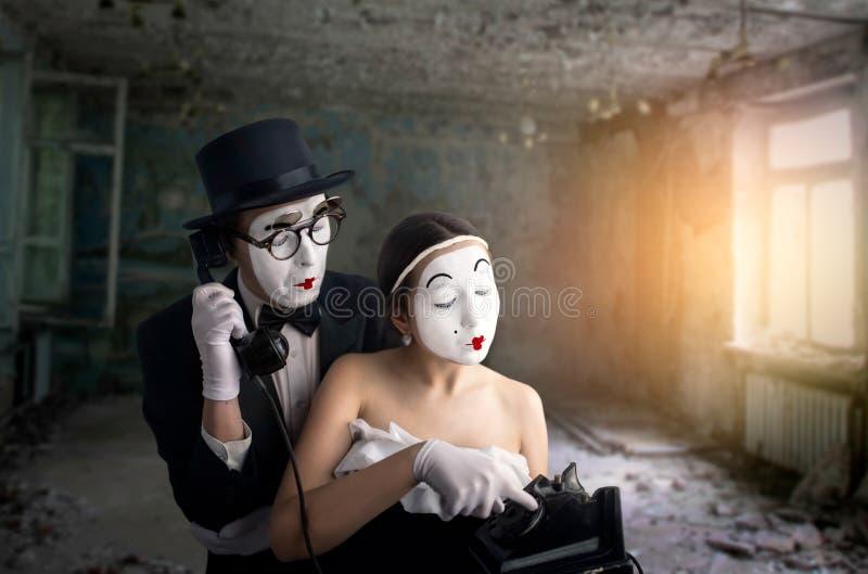 Exécution d'acteur et d'actrice de théâtre de pantomime images libres de droits