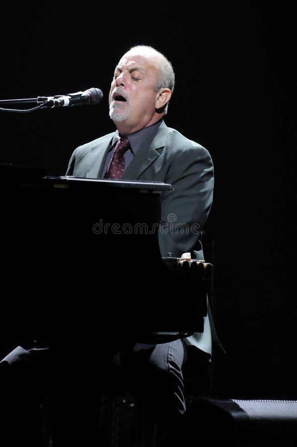 Exécution de Billy Joel sous tension. photographie stock libre de droits