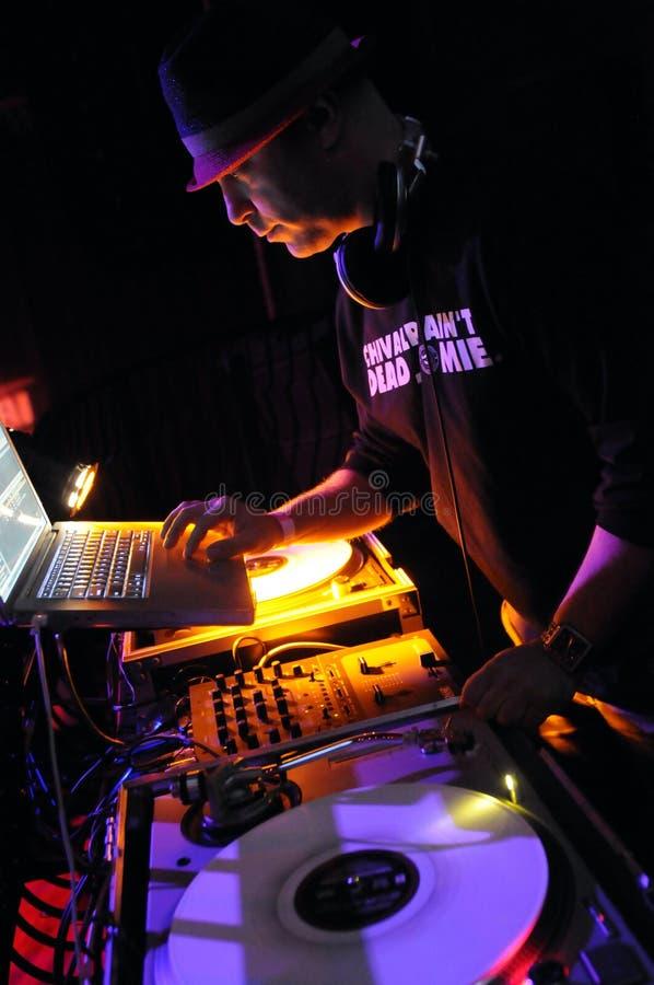 Exécution du DJ Adam 12 sous tension. image libre de droits