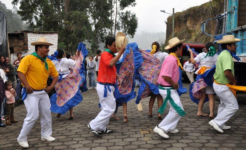 Exécution mâle de danseurs d'Ecuadorian images libres de droits