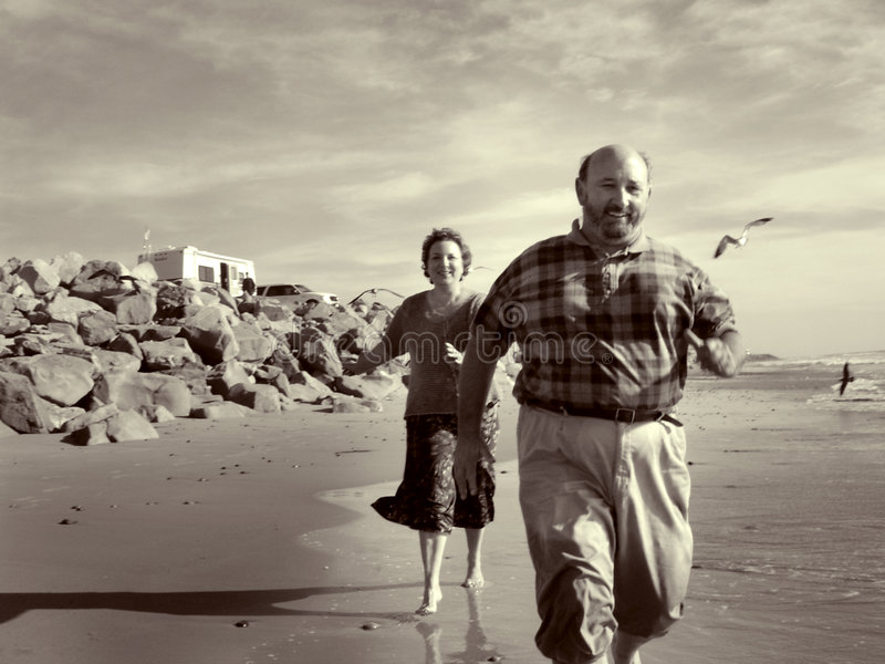 Download Exécution Sur La Plage Ensemble Photo stock - Image du âge, couples: 85806