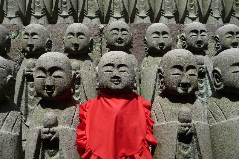 Exército de Buddha no templo de Hase-Dera em Kamakura fotos de stock royalty free