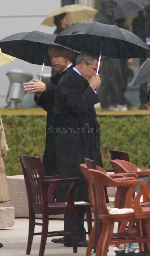 Ex presidente de EE Bush en etapa durante la ceremonia de gran inauguración del Guillermo J Clin imágenes de archivo libres de regalías