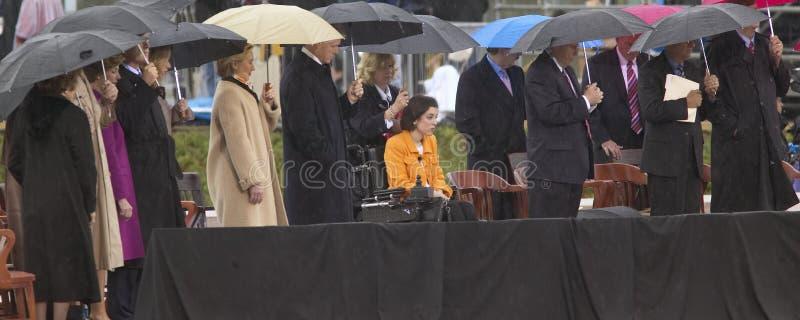 Ex-presidente dos Estado Unido Bill Clinton, senhora anterior dos E Hillary Clinton, d NY, e outro na fase durante imagem de stock
