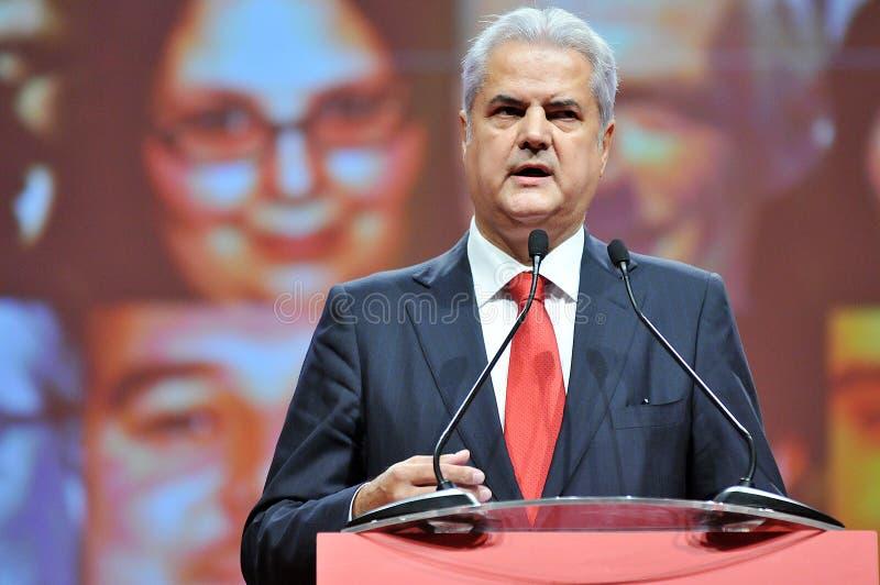 Ex primo ministro del linguaggio del corpo della Romania Adrian Nastase durante il discorso fotografia stock libera da diritti