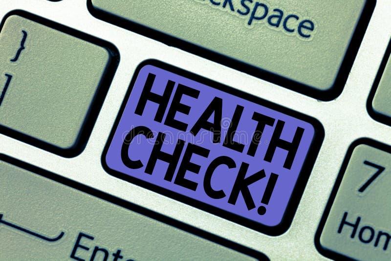 Exame médico completo da escrita do texto da escrita Conceito que significa testes do diagnóstico do exame médico impedir a chave imagem de stock