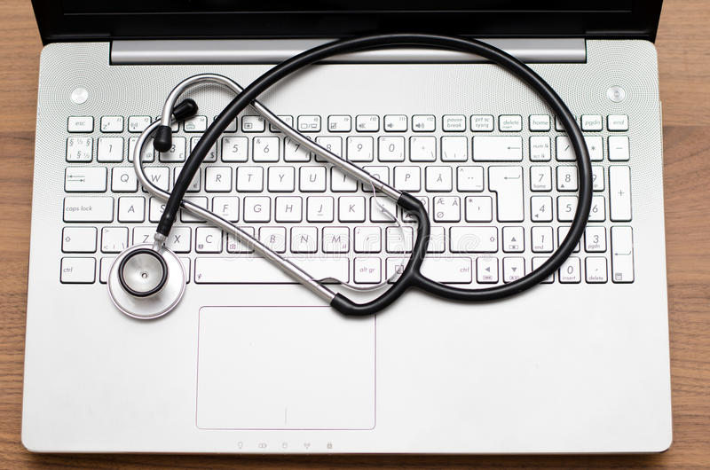 Exame médico completo do computador fotos de stock royalty free