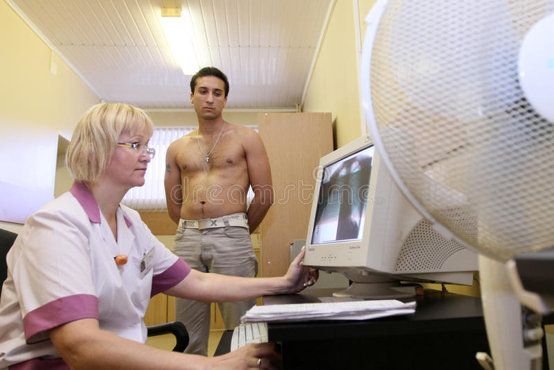 Exame médico no centro do recrutamento fotografia de stock royalty free