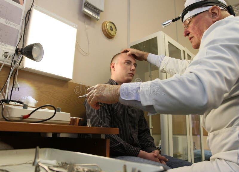 Exame médico no centro do recrutamento imagem de stock