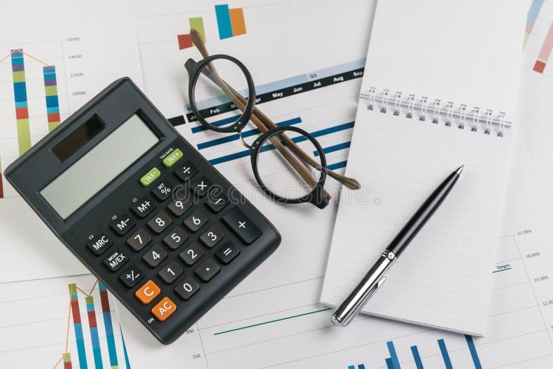 Examen d'affaires ou de résultat financier, prof. de rentabilité de capitaux engagés image libre de droits