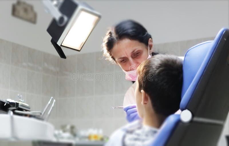 Examen de dentiste dents patientes Bureau de dentiste image stock