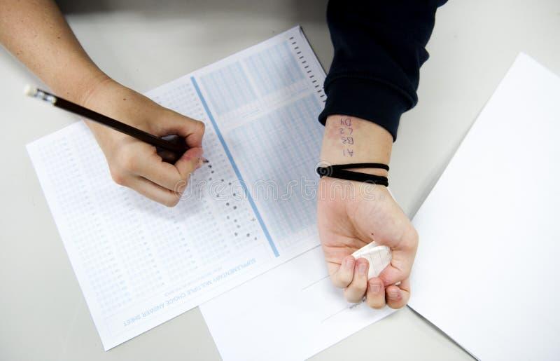 Examen de engaño del estudiante para la prueba fotografía de archivo libre de regalías