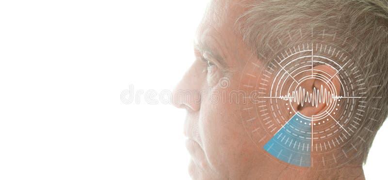 Examen de l'audition montrant l'oreille de l'homme supérieur avec la technologie de simulation d'ondes sonores image libre de droits