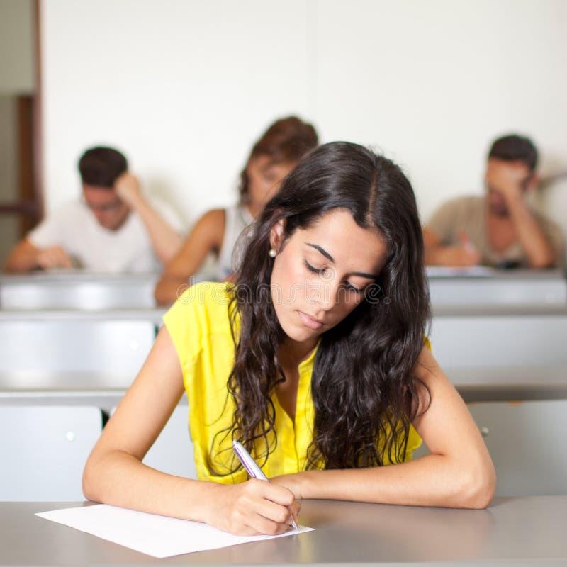 Examen de la escritura del estudiante imagen de archivo