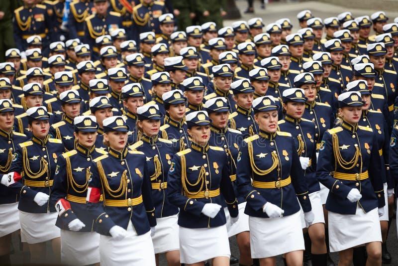 Examen préparatoire des troupes du nord-ouest avant le défilé en l'honneur de la victoire dans la deuxième guerre mondiale sur le images libres de droits
