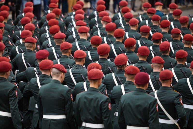 Examen préparatoire des troupes du nord-ouest avant le défilé en l'honneur de la victoire dans la deuxième guerre mondiale sur le photographie stock libre de droits