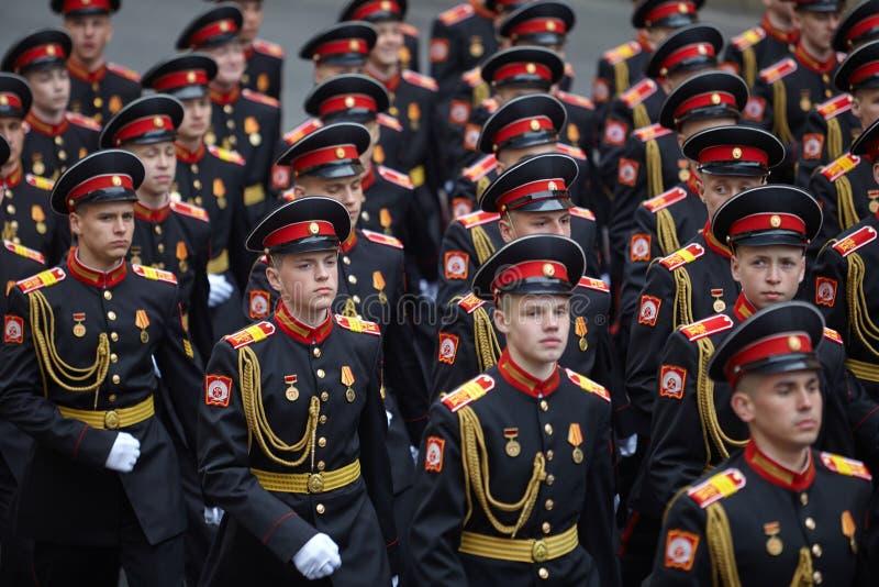 Examen préparatoire des troupes du nord-ouest avant le défilé en l'honneur de la victoire dans la deuxième guerre mondiale sur le image libre de droits