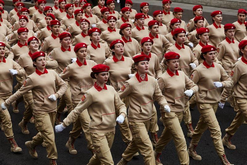 Examen préparatoire des troupes du nord-ouest avant le défilé en l'honneur de la victoire dans la deuxième guerre mondiale sur le photo libre de droits
