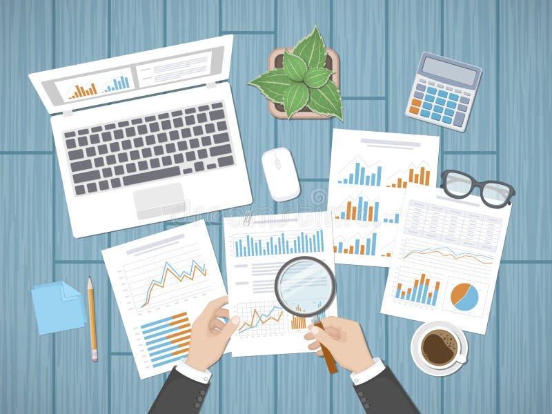 Examinando conceitos O auditor do homem de negócios inspeciona a avaliação de originais financeiros ilustração stock