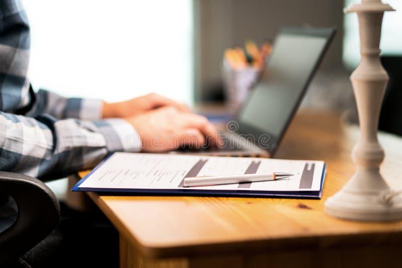 Examine la forma, encuesta de la reacción de la satisfacción del cliente, curriculum vitae para el trabajo imágenes de archivo libres de regalías
