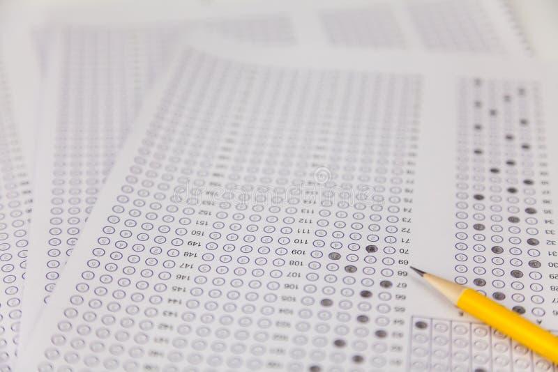 Exams quiz test paper com lápis fotos de stock