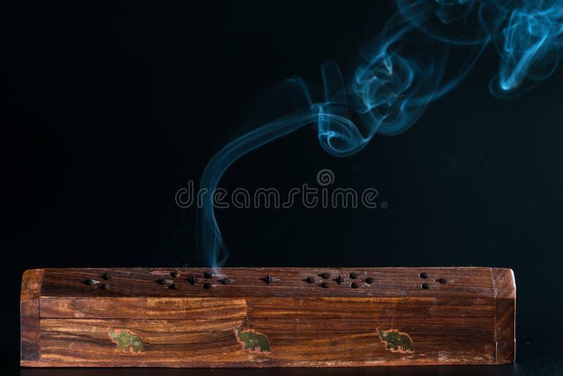 Exaspérez la boîte et la fumée images libres de droits