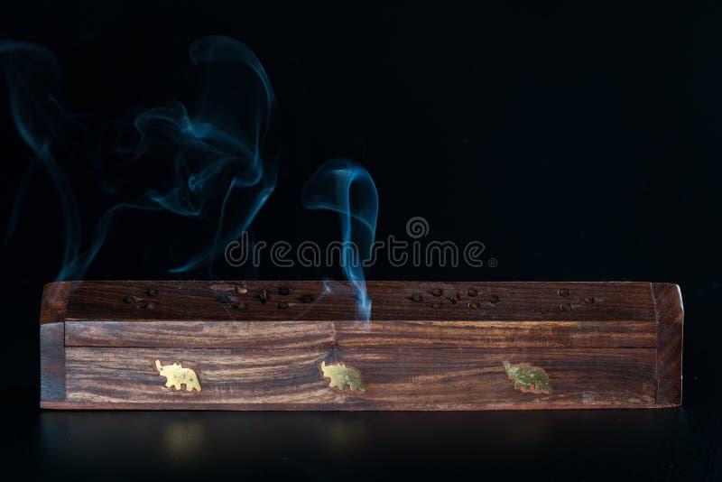 Exaspérez la boîte et la fumée photo libre de droits