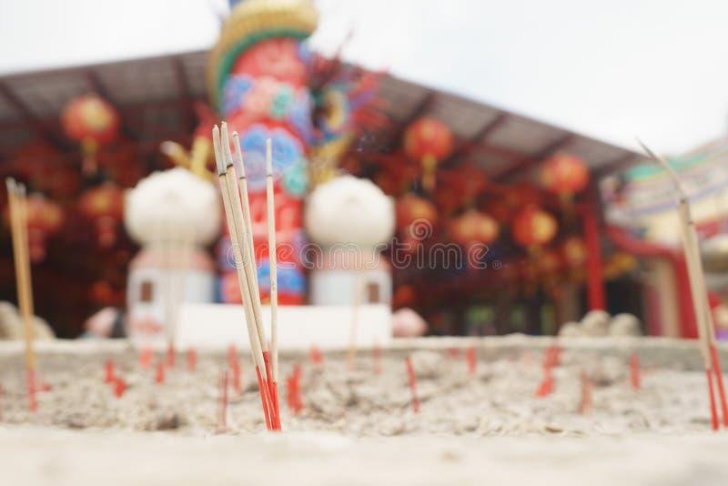 Exaspérez le bâton dans le pot de sable photos stock