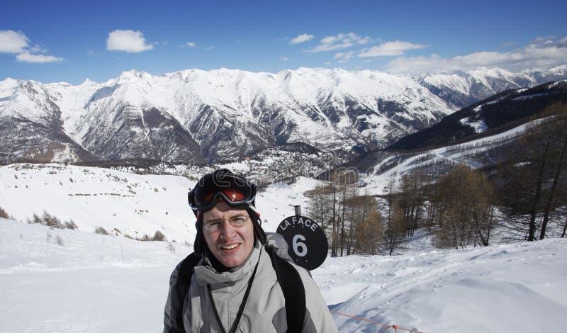 exausted滑雪者 免版税库存照片