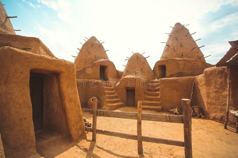 Excavaciones del pueblo antiguo en el desierto imagen de archivo