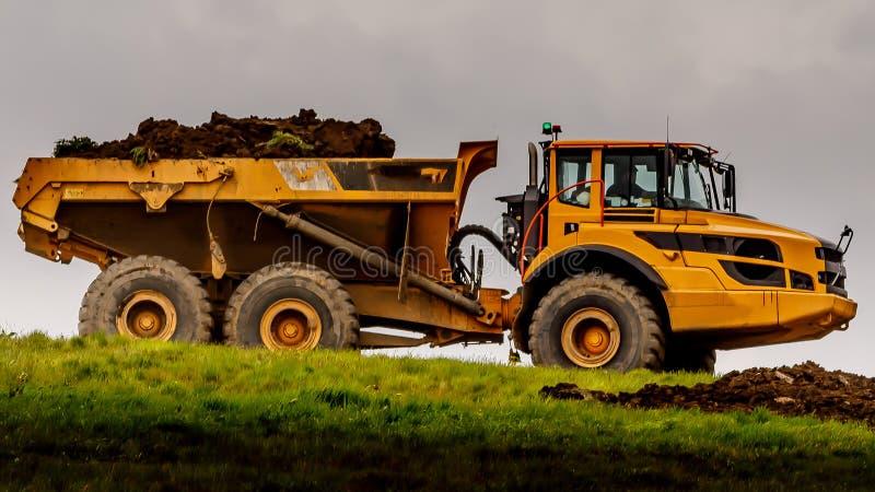 Excavadora amarilla gigante foto de archivo