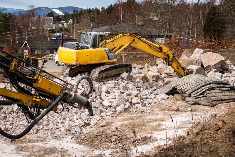 Excavadora en la construcción fotografía de archivo libre de regalías