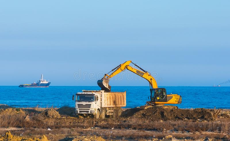 Excavator loads a dumper royalty free stock images