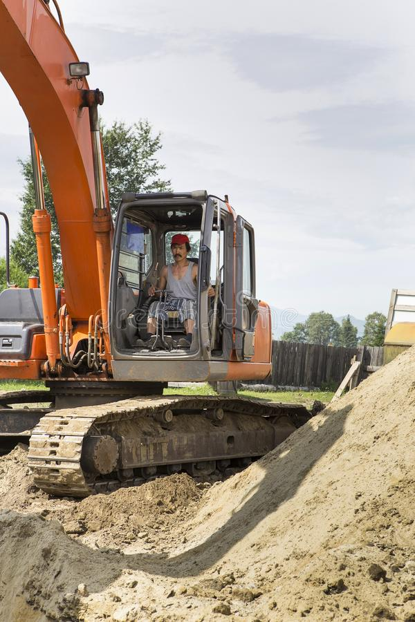 Excavatrice au chantier de construction photographie stock libre de droits