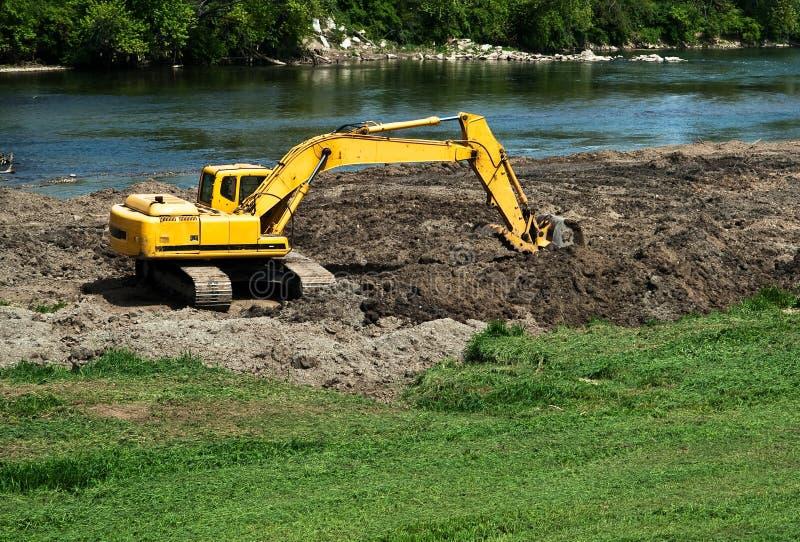 Excavatrice au travail image stock
