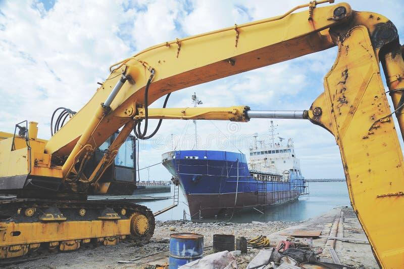 Excavatrice dans le port de poissons, ChuWei photo libre de droits
