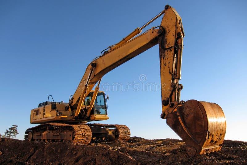 Excavatrice hydraulique au chantier de construction images libres de droits