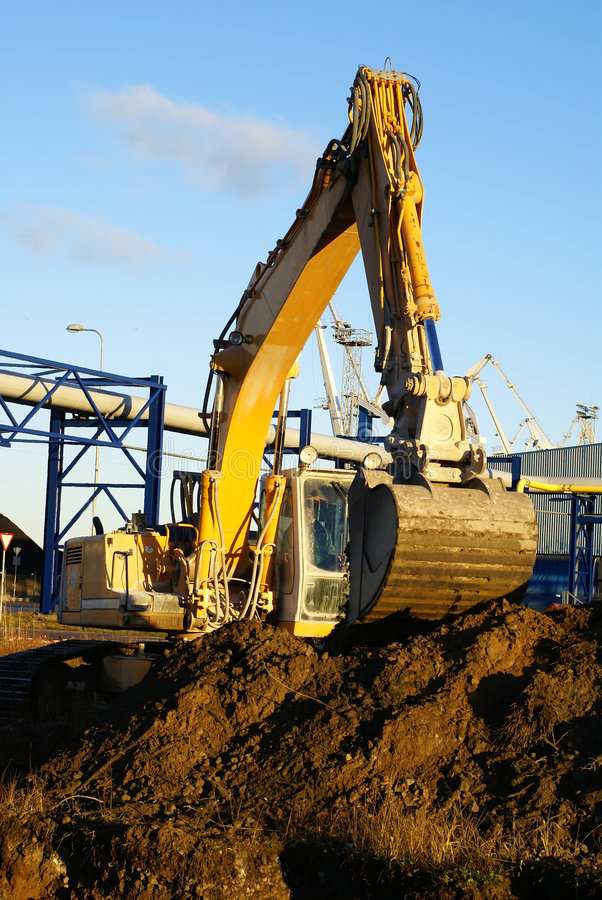 Excavatrice hydraulique au travail. photo stock