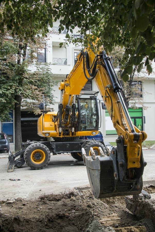 Excavatrice, l'hydraulique, pneus, vis photo libre de droits