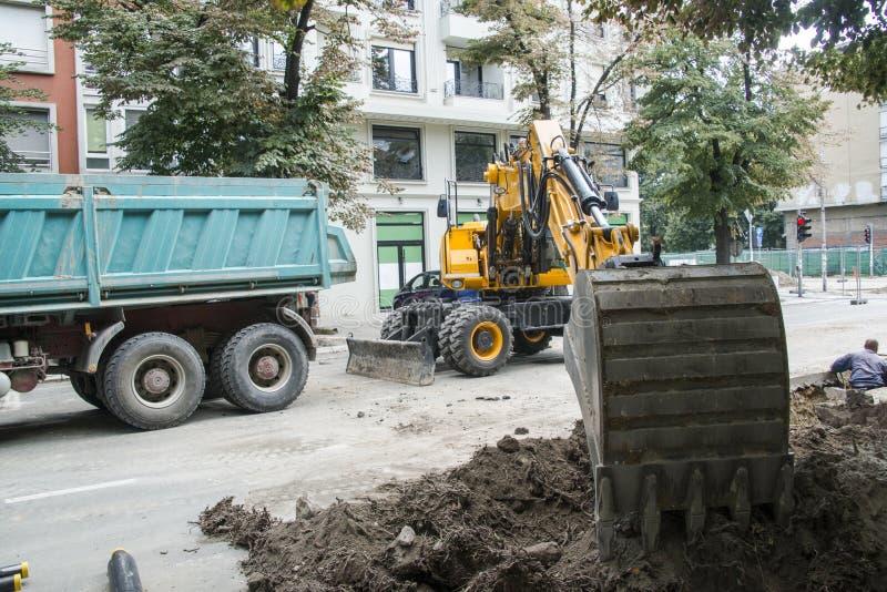 Excavatrice, l'hydraulique, pneus, vis image libre de droits