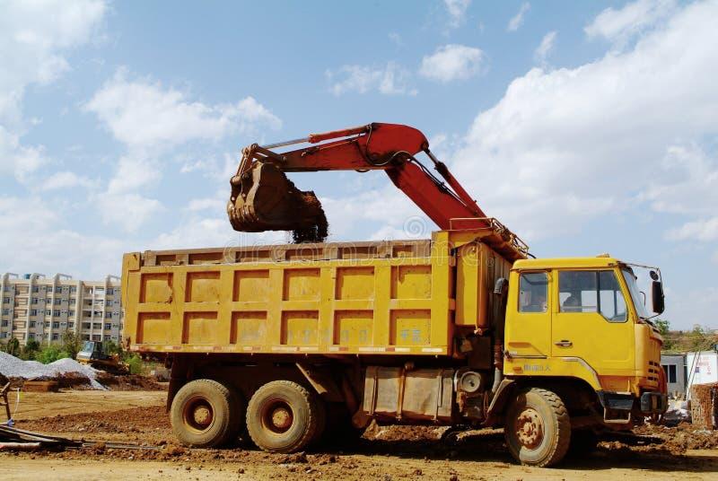 Excavatrice sur un chantier de construction photo stock