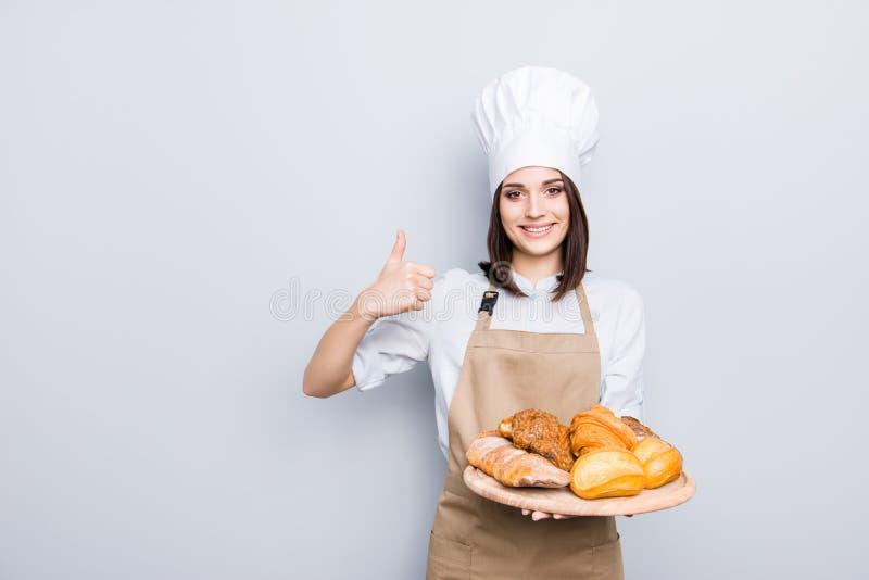 Excelente aprecie o eati saboroso da nutrição dos povos do sanduíche toothy do amor foto de stock royalty free