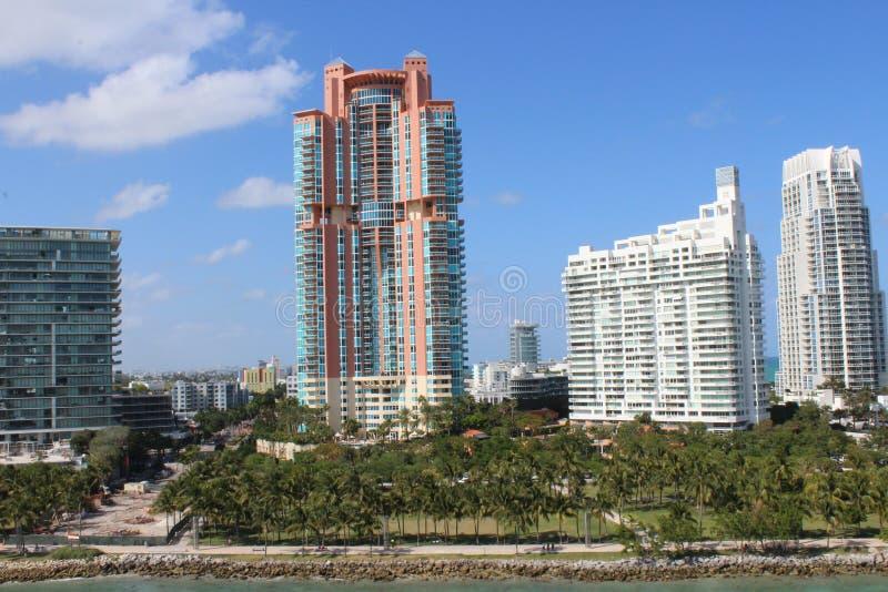 Excellent bâtiment architectural aux stations de vacances du sud de Miami photographie stock